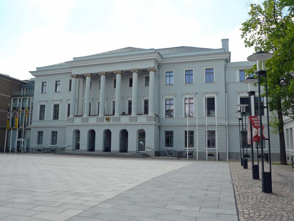 Krefelder Rathaus Foto: Dr. Julia Obladen-Kauder